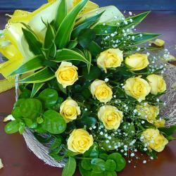10 Yellow Roses Bouquet