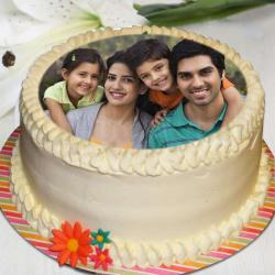 Eggless Personalised Photo Cake for Family