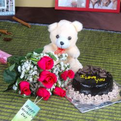 Half Kg Chocolate Cake and Fresh Roses Combo for Mothers Day