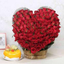 Heart Shape Hundred Roses with Fresh Fruit Cake