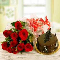 Red Roses Bouquet with Chocolate Cake