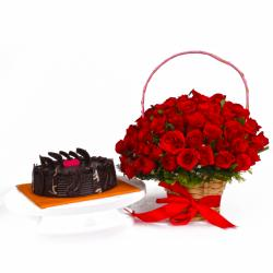 Tempting Chocolate Cake with Roamtic Red Roses