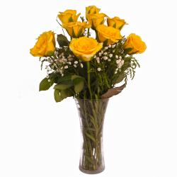 Trand Setting Vase of Ten Yellow Roses