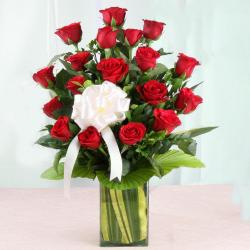 Vase Arrangement of Lovely Red Roses