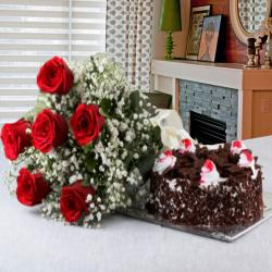Half Kg Black Forest Cake with Red Roses Bouquet for Warangal